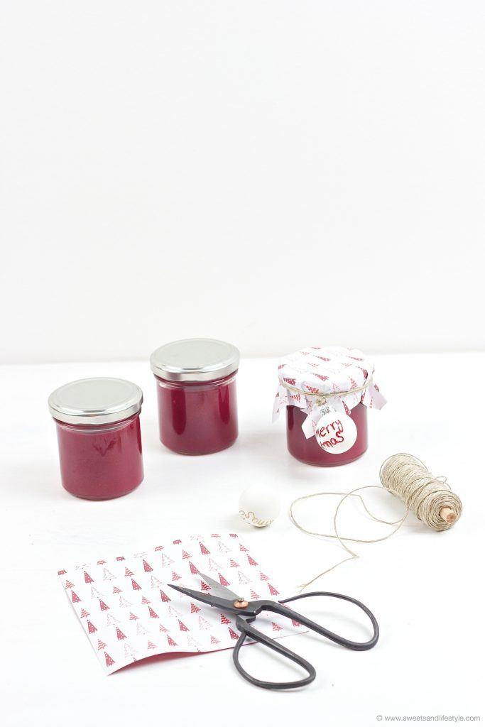 Koestlich, vielseitig verwendbarer selbst gemachter Cranberry Birnen Aufstrich als selbst gemachtes Geschenk aus der Kueche von Sweets and Lifestyle