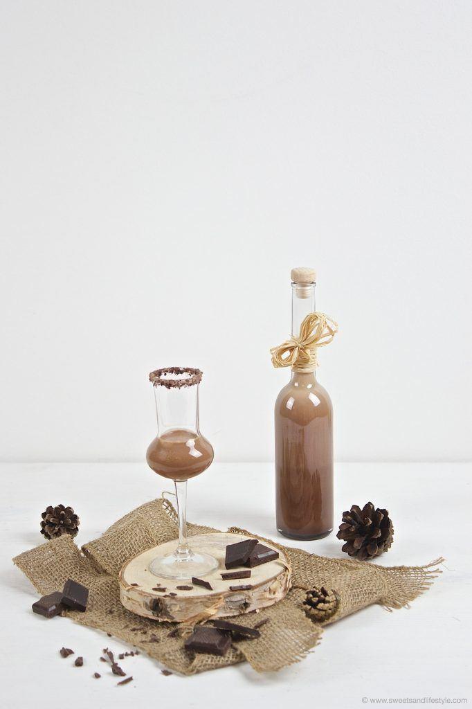 Köstlicher selbst gemachter Schokolikör mit Rum nach einem Rezept von Sweets and Lifestyle