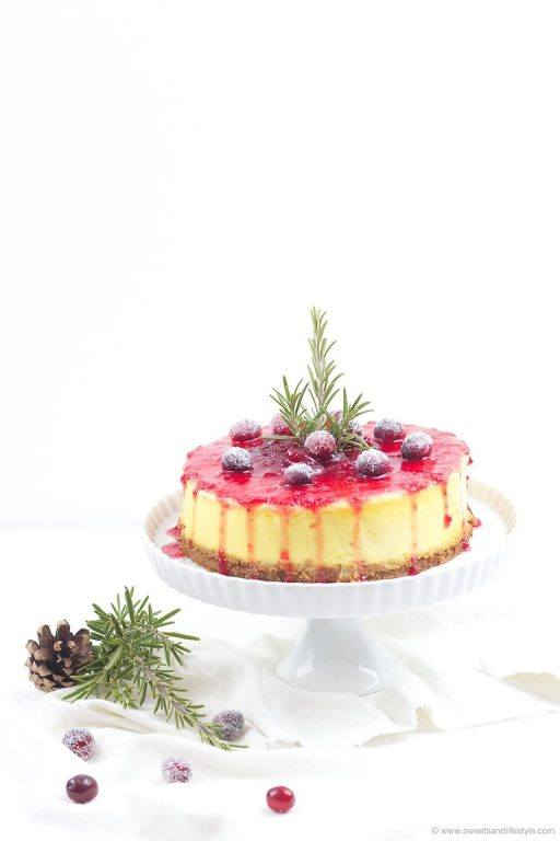 Koestlicher Spekulatius Cheesecake mit Cranberry Sauce von Sweets and Lifestyle