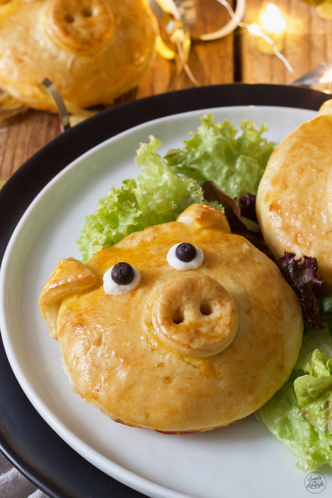 pikant gefülltes Glücksschwein aus Germteig als Silvester Fingerfood nach einem Rezept von Sweets & Lifestyle®️