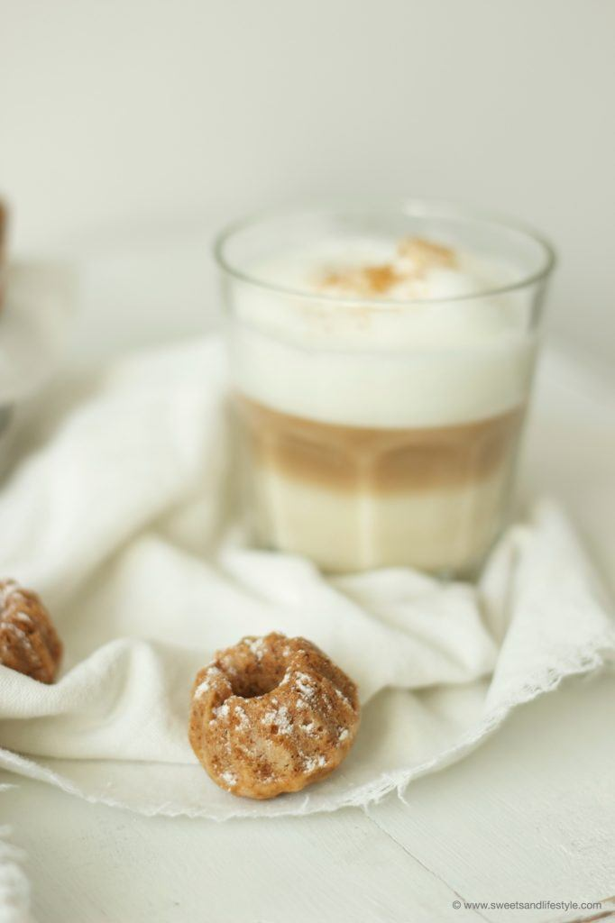 Leckere Apfel-Walnuss-Minigugl nach einem Rezept von Sweets and Lifestyle