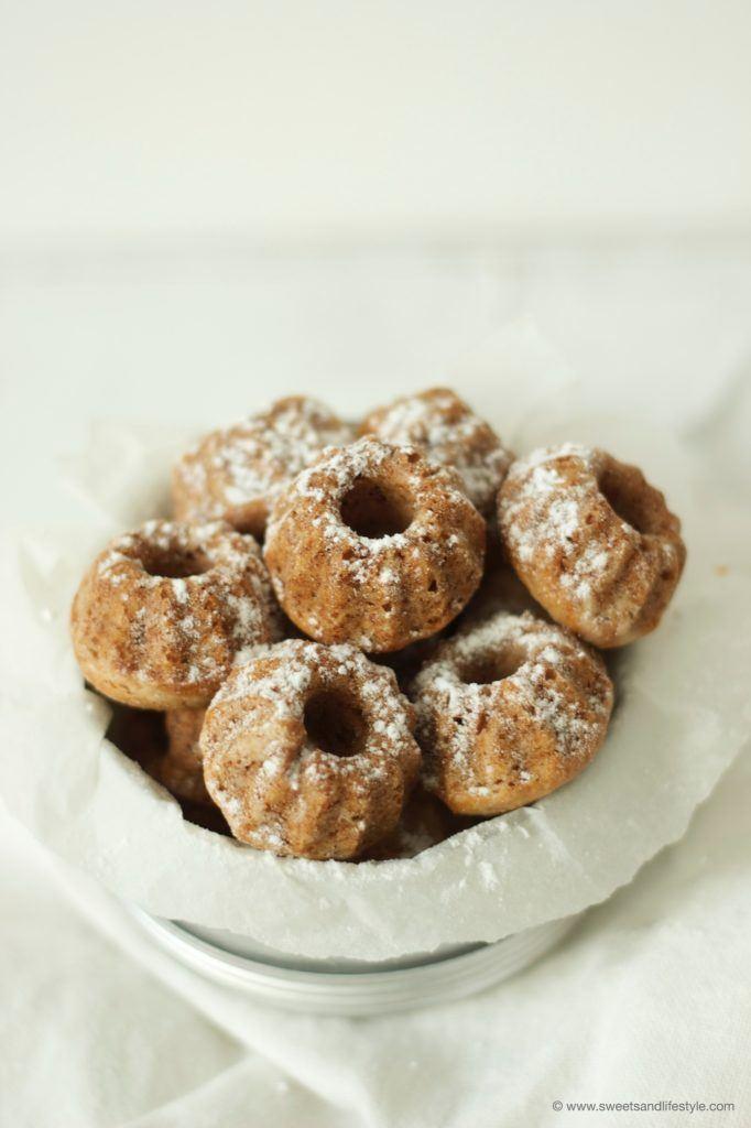 Koestliche Apfel-Walnuss-Minigugl zum Kaffee von Sweets and Lifestyle
