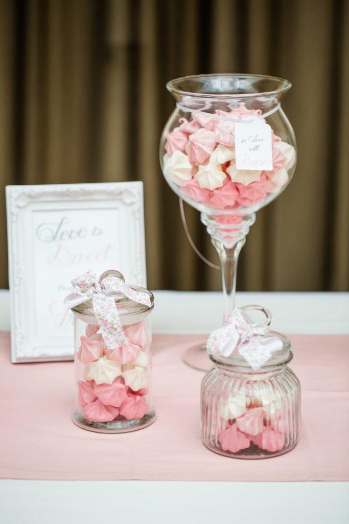 Herrlich knusprige Baiser-Küsschen in drei Farben von Sweets and Lifestyle