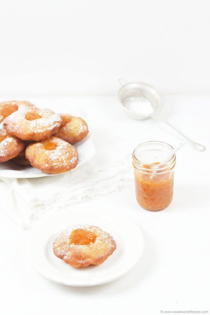 Selbst gemachte Bauernkrapfen gefuellt mit Marillenmarmelade von Sweets and Lifestyle