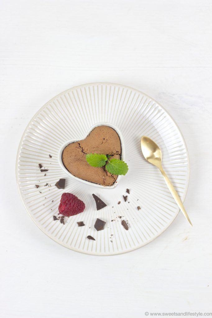 Koestlicher Schokoladen Lavakuchen mit weichem Kern von Sweets and Lifestyle