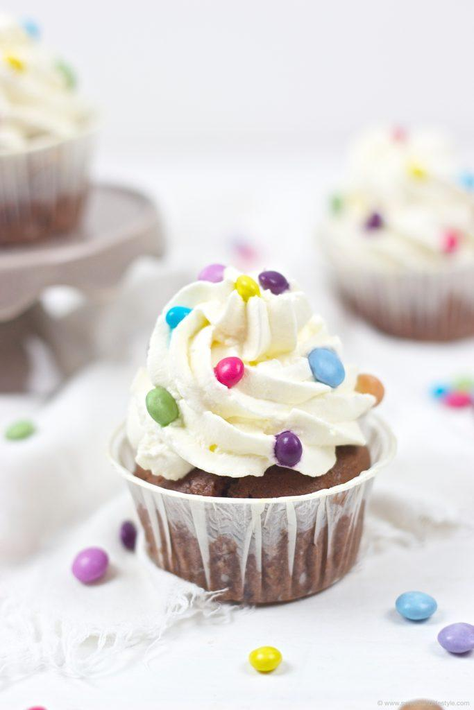 Bunte Faschingscupcakes mit Smarties® verziert von Sweets and Lifestyle