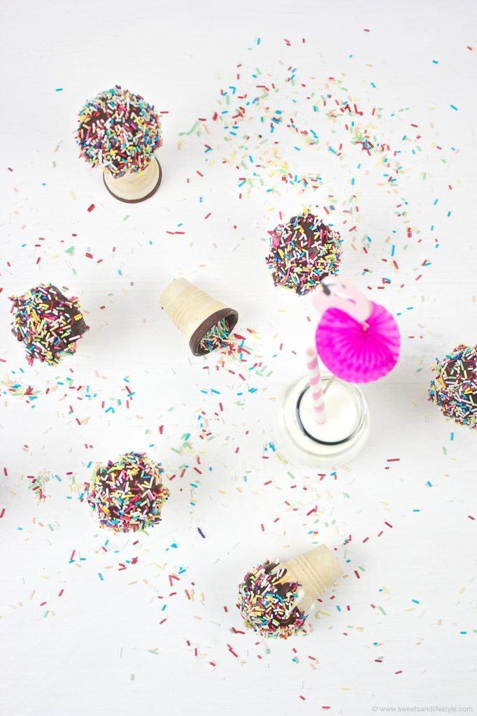 Leckere Cake Pops in Waffelbechern von Sweets and Lifestyle