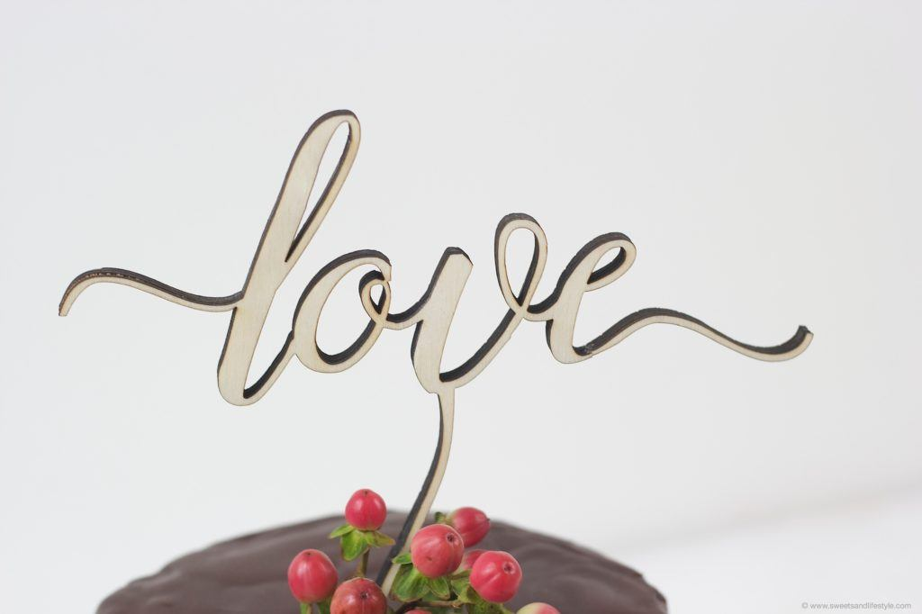 Love Cake Topper von BLOOM Wedding bei Sweets and Lifestyle