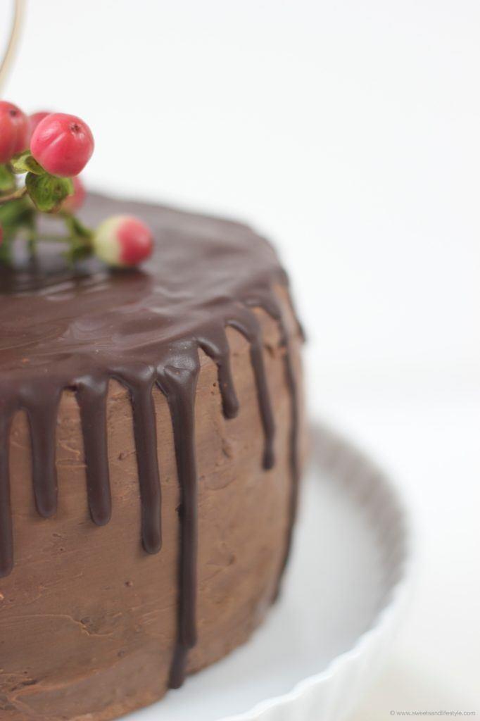 Koestliche Schokoladentorte als Drip Chocolate Cake zum Valentinstag von Sweets and Lifestyle