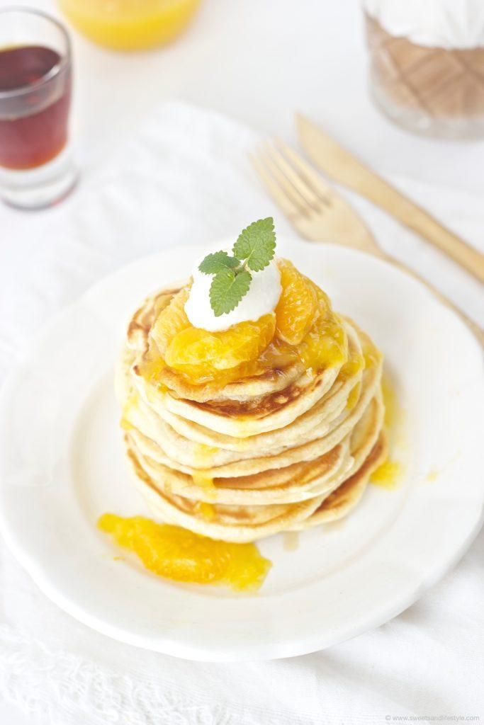 Leckere Selbst gemachte Pancakes mit Orangensauce von Sweets and Lifestyle