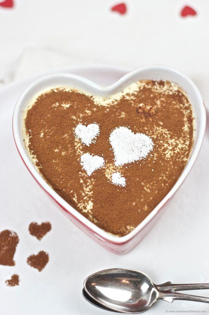 Tiramisu ohne Ei mit Herzen nach einem Rezept von Sweets and Lifestyle