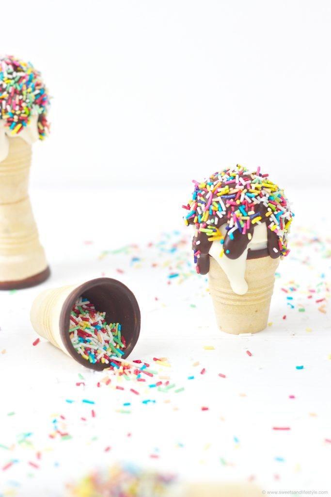 Witzige und zugleich leckere Waffelbecher Cake Pops fuer den Kindergeburtstag von Sweets and Lifestyle