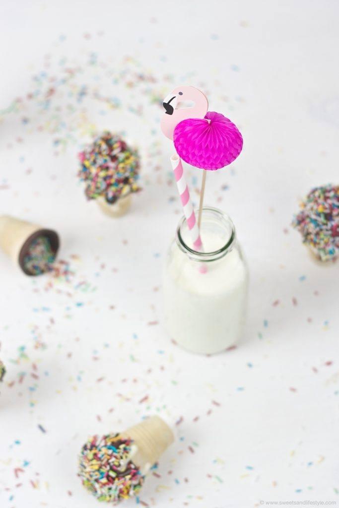 Witzige und zugleich leckere Waffelbecher Cake Pops fuer die Party mit Kindern von Sweets and Lifestyle