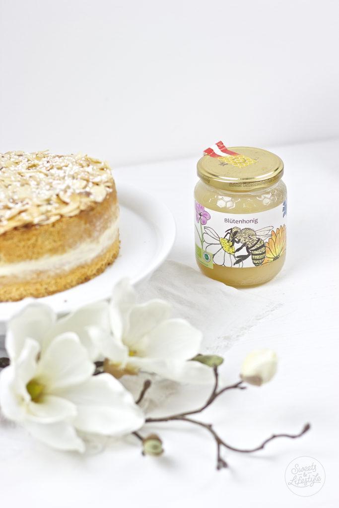 Bienenstich mit Bio Honig vom Weingut Walek von Sweets and Lifestyle
