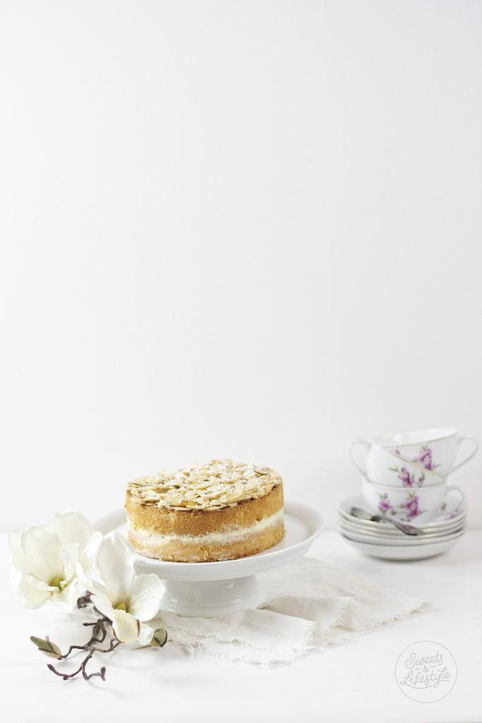 Leckerer und schnell herzustellender Bienenstich zum Sonntagskaffee von Sweets and Lifestyle