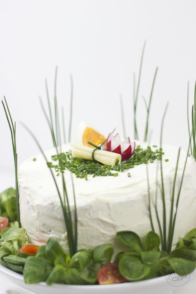 Vegetarische Sandwichtorte mit verschiedenen Aufstrichen von Sweets and Lifestyle