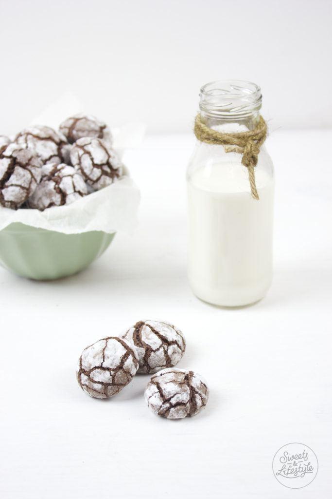 Leckere Chocolate Crinkle Cookies, auch als Bauernbrötchen bekannt, nach einem Rezept von Sweets and Lifestyle