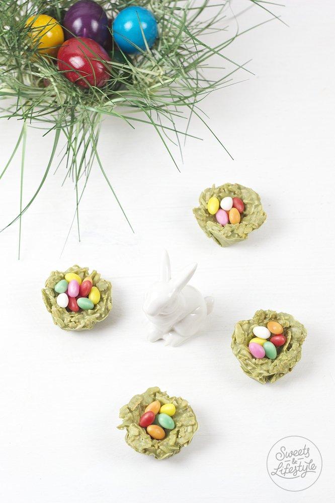 Koestliche auf der Zunge zerschmelzene jedoch trotzdem knusprige Weisse Schokolade Matcha Crossies Osternester von Sweets and Lifestyle