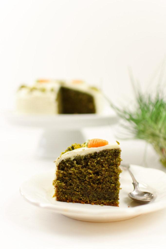 Leckere Gruene Ostertorte mit Frischkaesefrosting nach einem Rezept von Sweets and Lifestyle