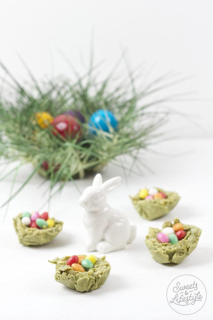 Leckere, einfach herzustellende Leckere Weisse Schokolade Matcha Crossies Osternester von Sweets and Lifestyle