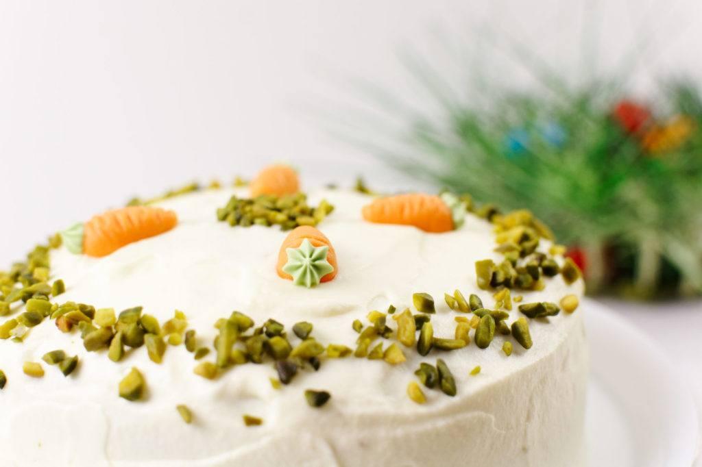 Saftige, leckere gruene Ostertorte mit Frischkaesefrosting nach einem Rezept von Sweets and Lifestyle