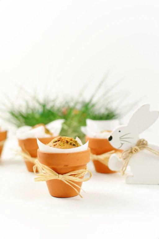 Leckerer Karottenkuchen im Blumentopf als Geschenk aus der Kueche von Sweets and Lifestyle