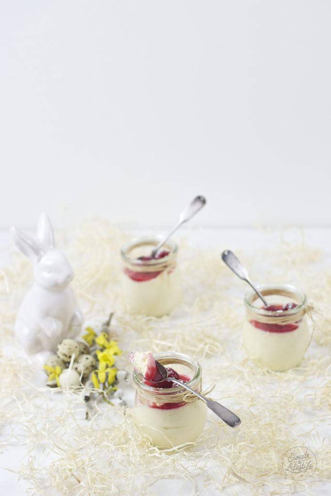 Schnelles Eierlikoer Mousse fuer Ostern mit Himbeeren nach einem Rezept von Sweets and Lifestyle