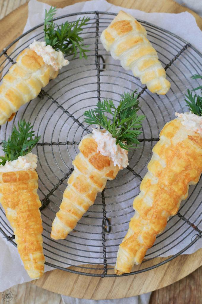 Blätterteig Karotten gefüllt mit selbst gemachten Aufstrichen als Vorspeise zu Ostern nach einem Rezept von Sweets & Lifestyle®