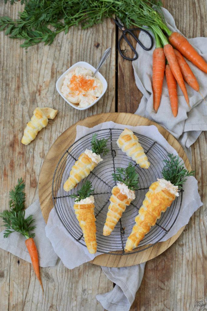 Blätterteig Karotten gefüllt mit Aufstrich als Fingerfood zu Ostern beim Osterbrunch nach einem Rezept von Sweets & Lifestyle®