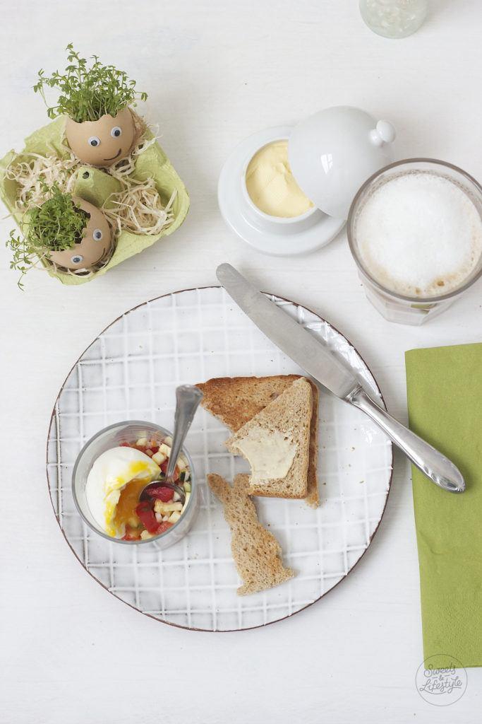 Ei im Glas mit wuerziger Zucchini-Tomaten-Salsa zum Brunch von Sweets and Lifestyle