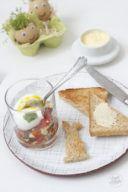 Leckeres Ei im Glas mit Zucchini-Tomaten-Salsa zum Fruehstueck von Sweets and Lifestyle