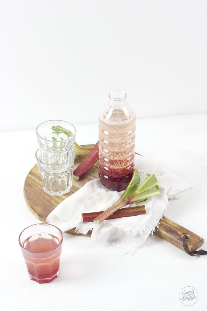 Leckerer Rhabarber Himbeer Sirup Rezept von Sweets and Lifestyle