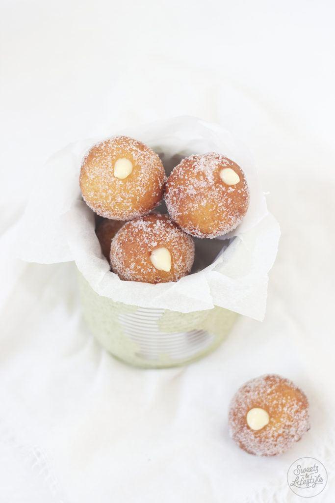 Leckere Topfenbaellchen mit Eierlikoercreme von Sweets and Lifestyle