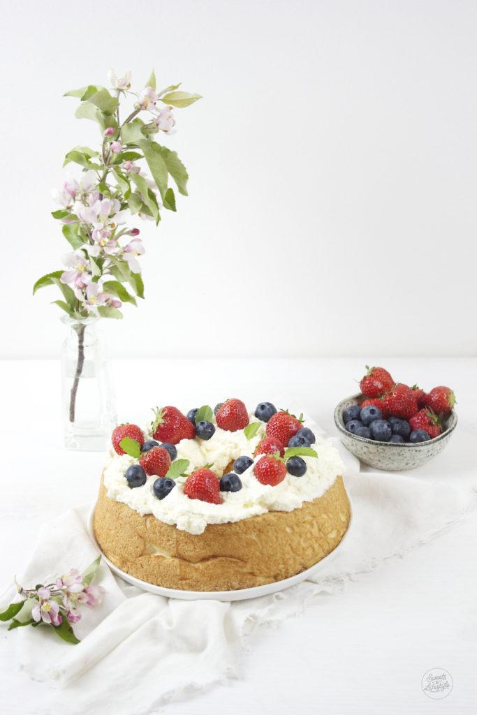 Leckeres Angel Food Cake Rezept von Sweets and Lifestyle