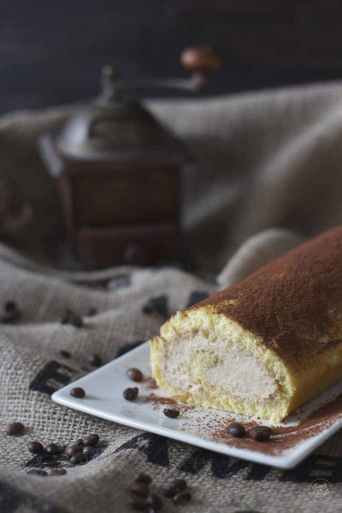 Leckere Biskuitroulade gefuellt mit Kaffeecreme von Sweets and Lifestyle