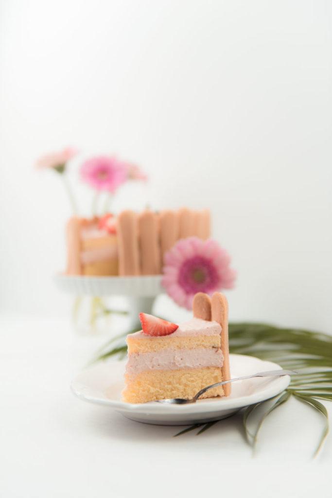 Ein Stueck leckere Erdbeer Charlotte von Sweets and Lifestyle