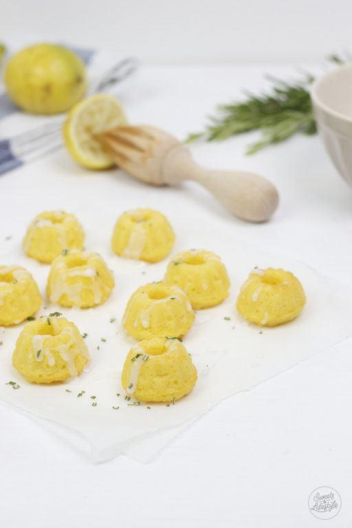 Fructosearme Kokos Zitronen Rosmarin Minigugls von Sweets and Lifestyle Titelbild