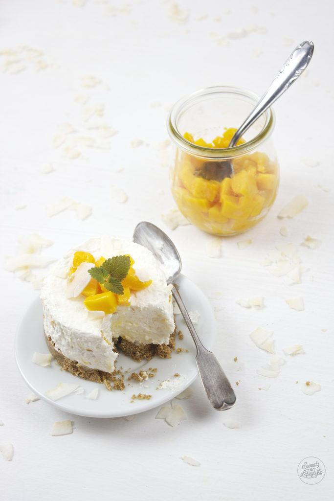 Koestliche, einfach und schnell herzustellende No Bake Mango Kokos Toertchen nach einem Rezept von Sweets and Lifestyle