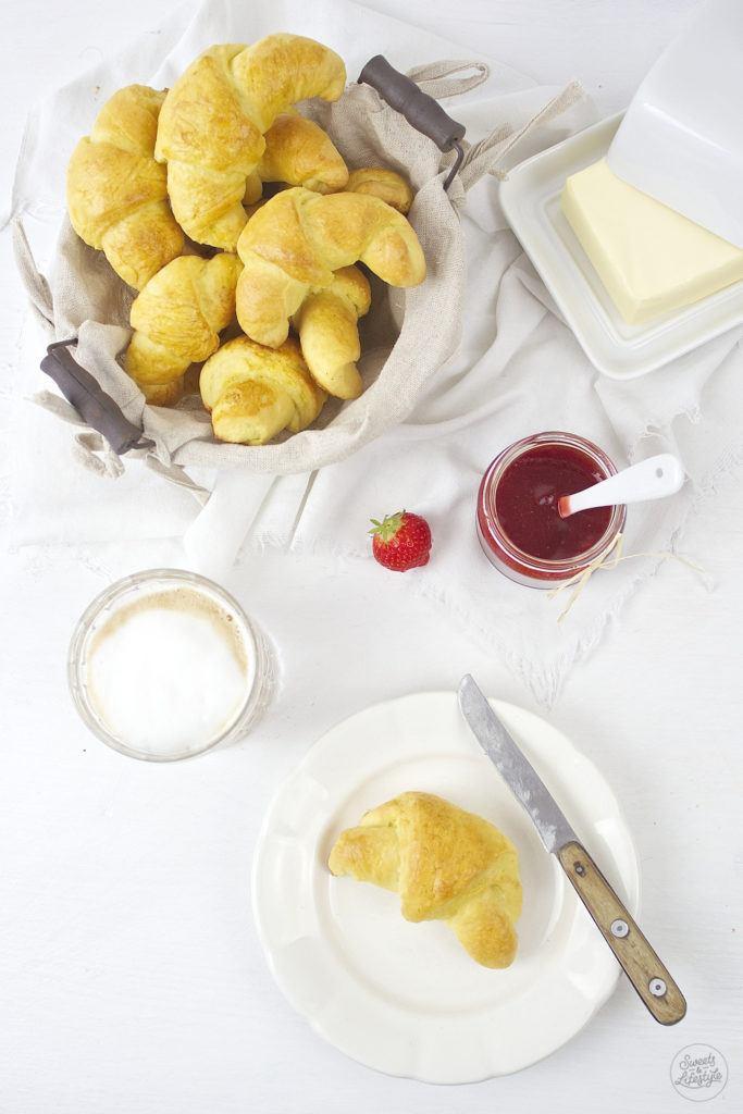 eckere Butterkipferl fuer das Fruehstueck nach einem Rezept von Sweets and Lifestyle