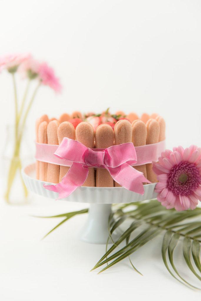 Leckere, erfrischende Erdbeer Charlotte als Muttertagstorte nach einem Rezept von Sweets and Lifestyle