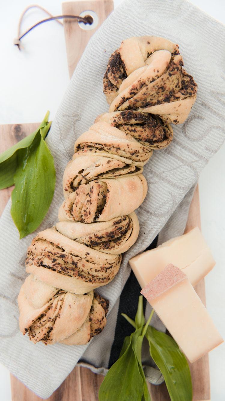 Pestobrot mit Baerlauch Rezept von Sweets and Lifestyle