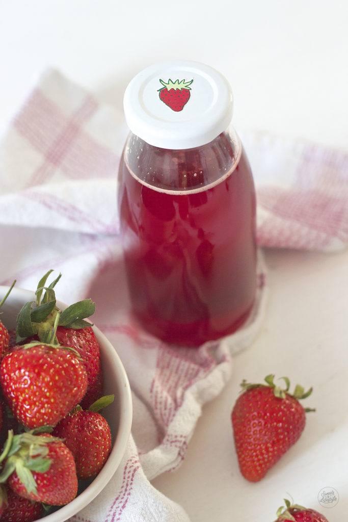Leckerer Erdbeersirup selbst gemacht von Sweets and Lifestyle