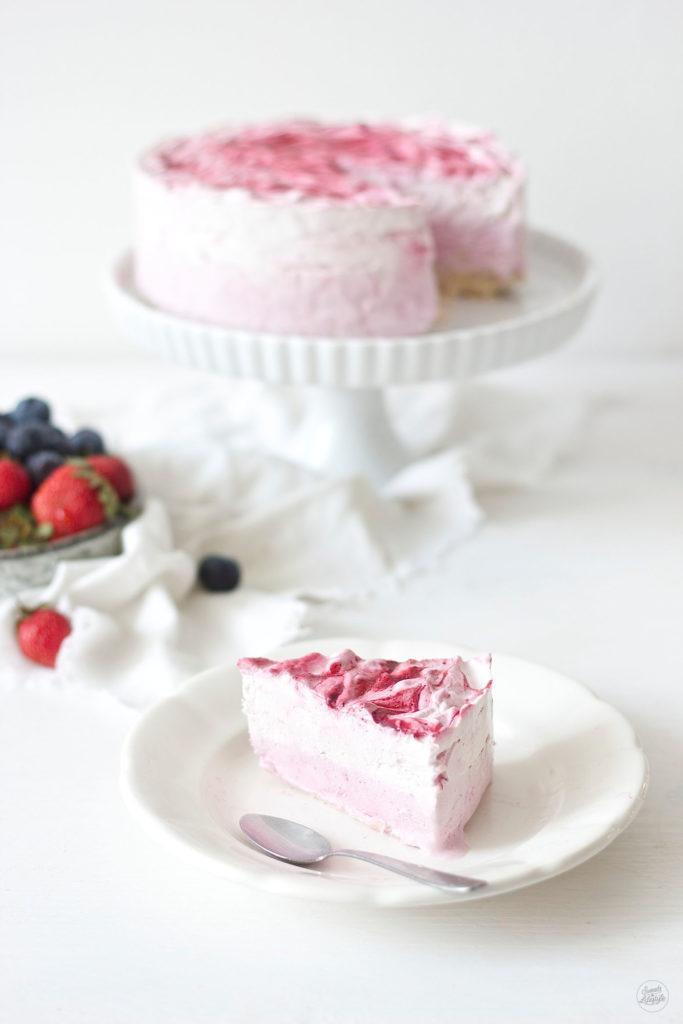 Erfrischende Beeren Eistorte die ideale Torte fuer heiße Tage von Sweets and Lifestyle