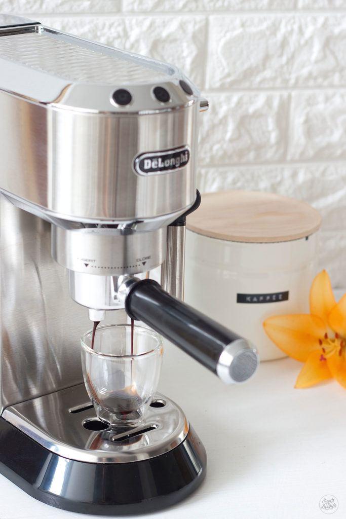 Frisch gebruehter Espresso fuer die Zubereitung von Kaffeesirup von Sweets and Lifestyle