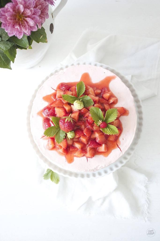Leckerer und einfach herzustellender No Bake Erdbeer Cheesecake von Sweets and Lifestyle