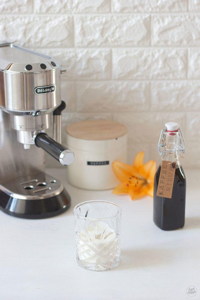Einfach und schnell ist der selbst gemachte Kaffeesirup von Sweets and Lifestyle
