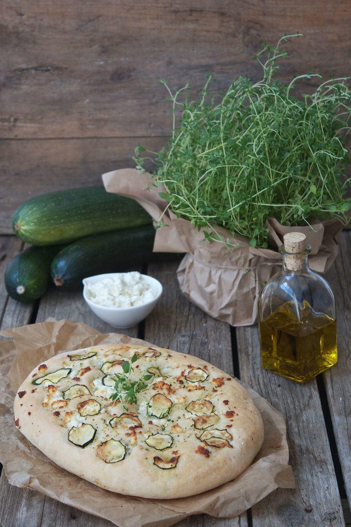 Leckeres Focaccia mit Feta und Zucchini Rezept von Sweets and Lifestyle