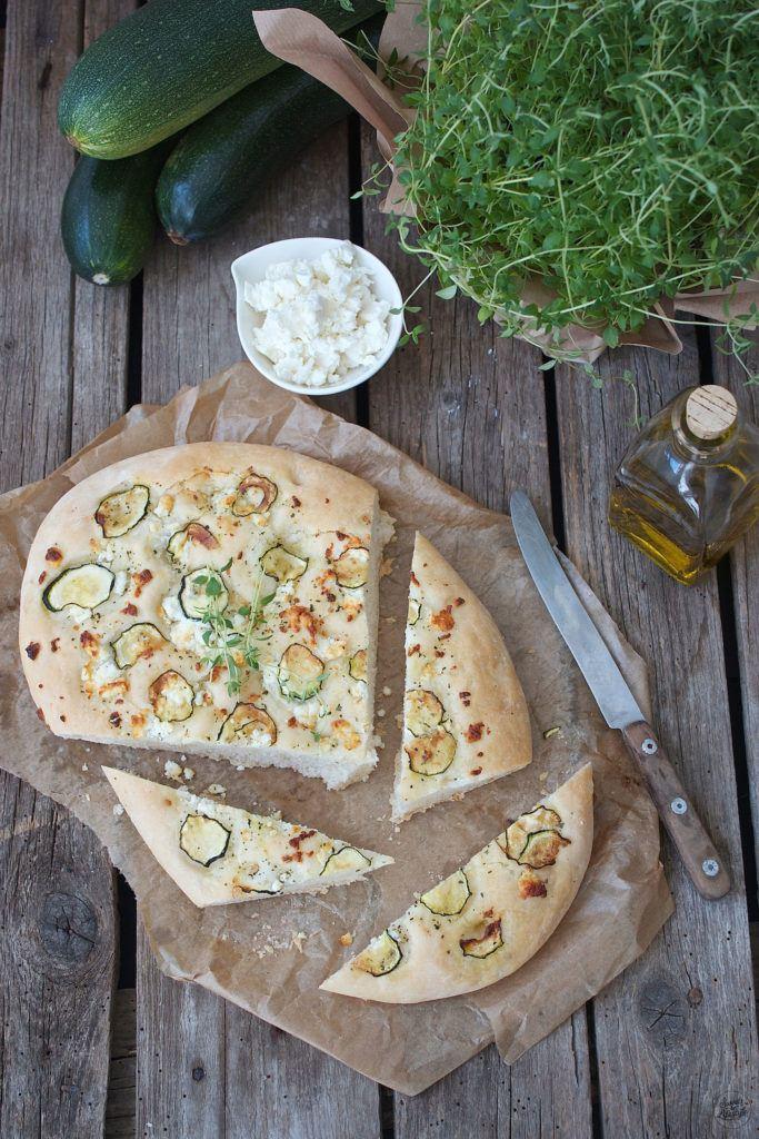Koestliche Focaccia mit Feta und Zucchini als Grillbeilage und fuer das Picknick von Sweets and Lifestyle