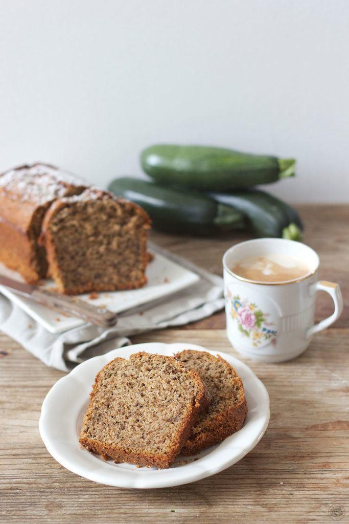 Leckerer, saftiger Zucchini Nuss Kuchen von Sweets and Lifestyle