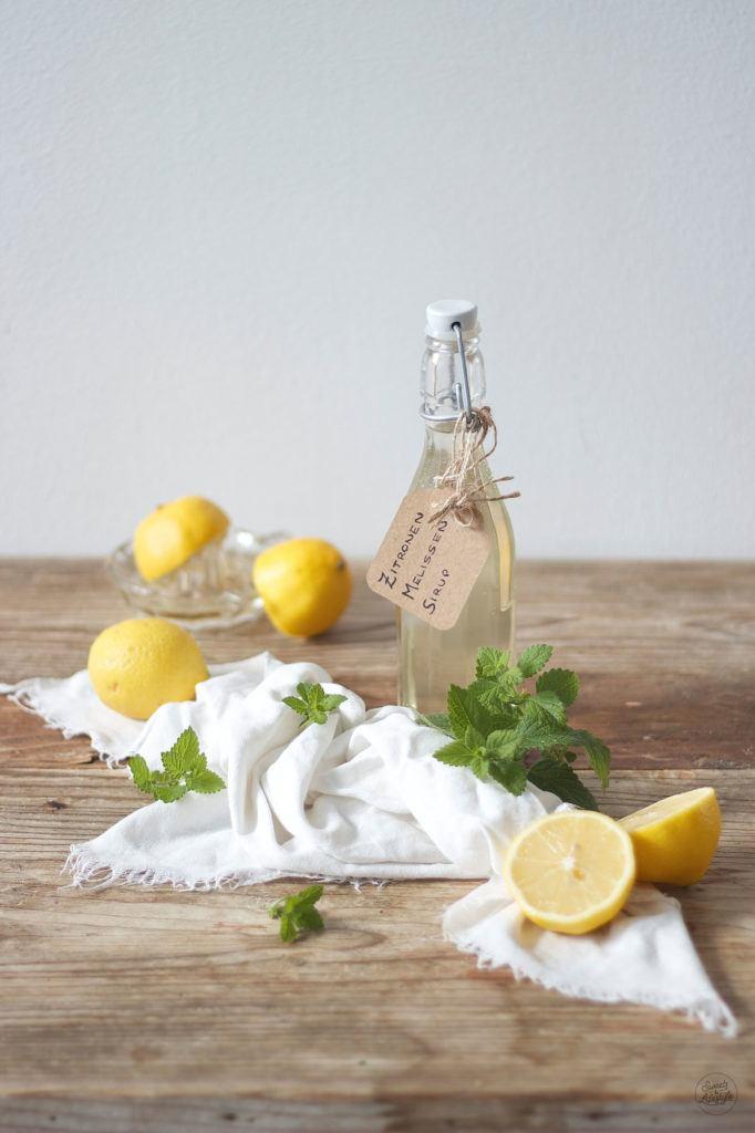Leckerer Zitronenmelissensirup selbst gemacht nach einem Rezept von Sweets and Lifestyle